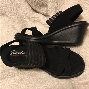 NWOT Sketchers black wedge sandals size 6.5.